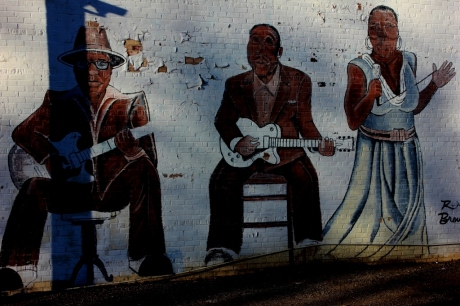 Muddy Waters in the Mmiddle, Clarksdale blues district, photo, Brad Hardisty